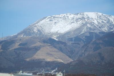 新幹線より冬の伊吹山を眺める