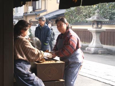 冬の京都をのんびり旅する。(3日目:大徳寺、一和(あぶり餅)、八坂神社)