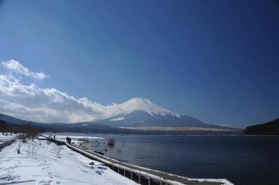 富士山の裏側に… ②山中湖から見た冬景色の富士山 2013.02.10