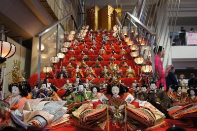 鴻巣びっくりひな祭り~見上げるようなひな壇ですが、ひとつひとつに思いがこもった人形たちです~