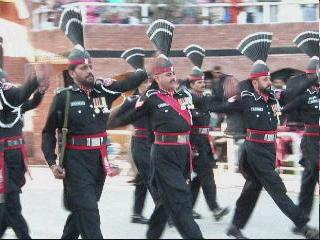 PAKISTAN 1 念願のラホール到着 国境で国旗降納式 上海・インド経由 Lahore