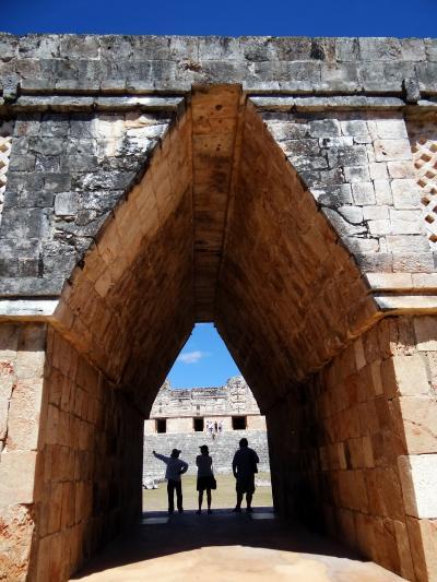 2013メキシコ旅行 (4) マヤ遺跡、ウシュマルの光と音のショーに浸る