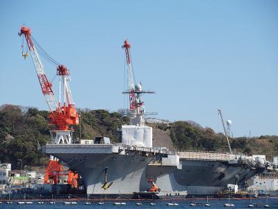 海軍カレー、ネイビーバーガー&チェリーチーズケーキを味わう 軍港めぐりで巨大なジョージワシントンに出会った横須賀大満喫の旅