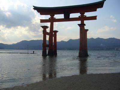 潮の干潮、満潮で姿を変える素晴らしい厳島神社