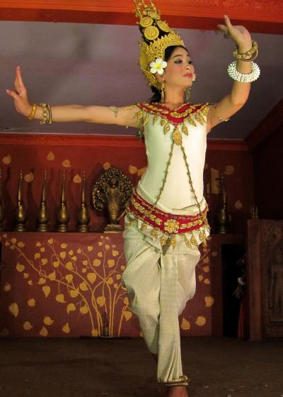 美しきアプサラが微笑むアンコール遺跡へ in Siem Reap★2012 11 5日目【REP:アプサラダンスショー編】