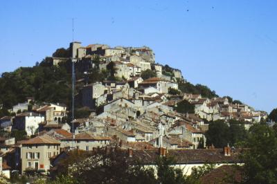 フランスの天空の街コルド。フランス十字軍を避けて山岳都市に創られた。