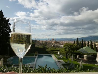 春の優雅なイタリア中部・サンマリノ巡り旅♪ Vol114(第10日目午後) ☆フィレンツェ:素敵なホテル「Villa La Vedetta」で絶景を眺めながらシャンパンタイム♪