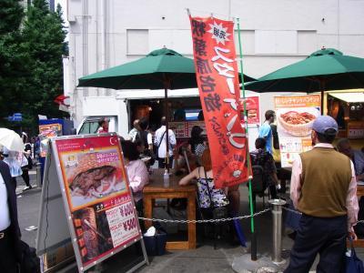 秋葉原の駅の傍では、こんな出店がありました。