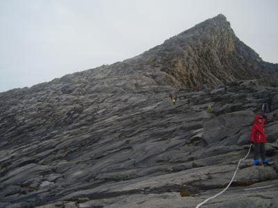 東南アジア最高峰 キナバル山に登る