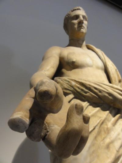 「ヤバい」彫刻の群れにノックアウト@国立考古学博物館