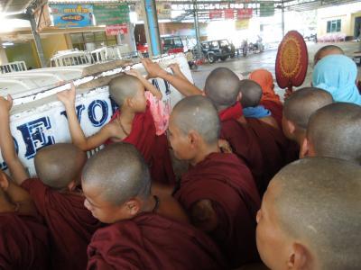 ミャンマー、ロンジーをひきずりながら… その18 ゴールデンロックへの長い道のり