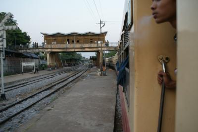 ミャンマー、ロンジーをひきずりながら… その22  バゴーのマーケット巡り、列車でヤンゴンへ