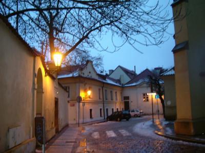 2005年大晦日~2006年お正月 雪のプラハ 展示作品のレベル高い美術工芸博物館は お勧め。