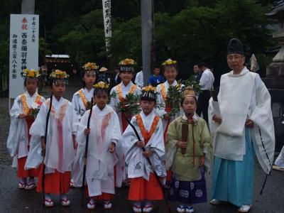 西奈弥羽黒神社の神子たち