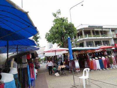 チェンマイの様々な市場。アヌサーン市場、サンデーマーケット、トンラムヤイ市場(花市)