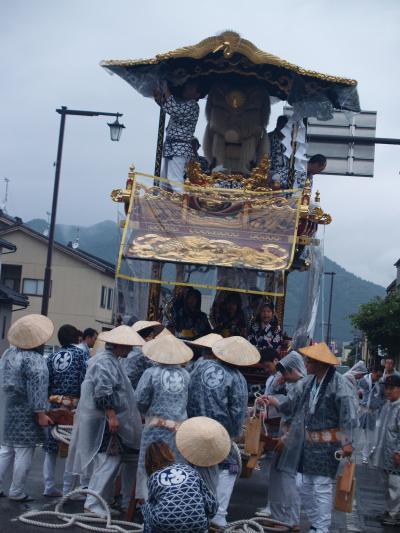 村上大祭-早朝の神社前整列(1)