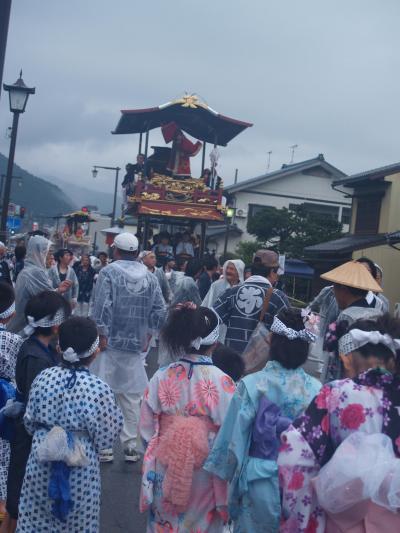 村上大祭-早朝の神社前整列(2)