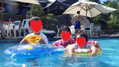 家族4人でプールへ GO!