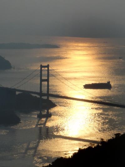 絶景。大島の亀老山からの夕陽と、来島海峡と、瀬戸大橋。