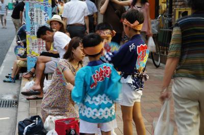 神楽坂祭りの3日目は阿波踊り大会~すべての連が祭りの開始と同時に神楽坂の各所から踊りだして、祭りは一気にヒートアップします~
