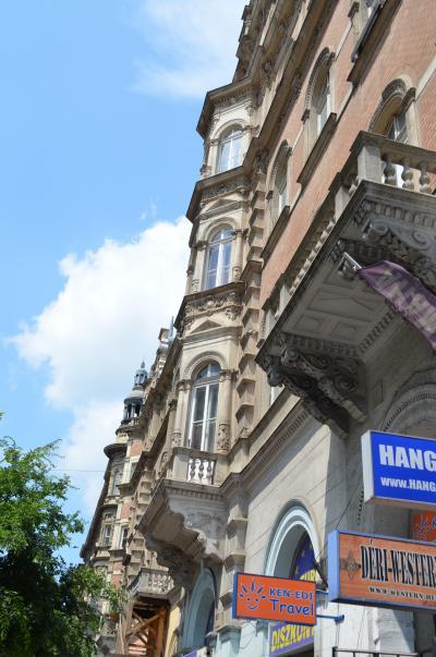 4歳娘と二人でブダペスト、プラハ、ストックホルムの旅-3.国立歌劇場、アンドラーシ通り散策