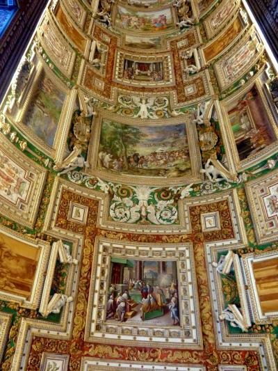 第2部ヴァチカンを飾る4人の天才を巡るローマ美術散歩16ヴァチカン市国その5素晴らしい天井画の長いヴァチカン回廊の美術館
