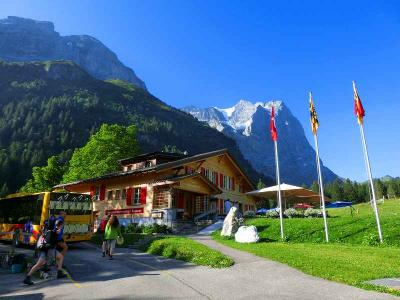 スイスハイキングに来ています46目・バスでマイリンゲンまで行きました