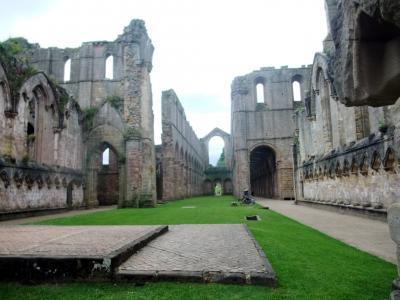 英国ドライブの旅  3 ー 滅びても美 ファウンテンズ修道院 ー