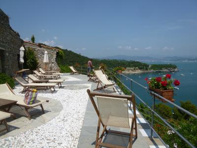 優雅な夏バカンス イタリア・東リビエラの旅♪ Vol68(第6日目午後) ☆パルマリア島:超絶な宿泊施設「Residenza La Maiella」は究極のバカンス♪