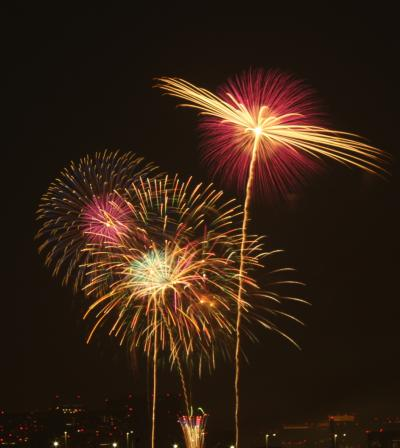 2013年 8月 アクアシティーから見た真夏の祭典 「第25回東京湾大華火祭」の12000発花火打上げ
