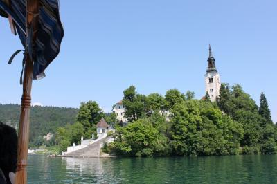 ブレッド湖の島の教会とブレッド城 (スロベニア2)