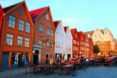 トロルの足跡を探してベルゲン街歩き♪世界遺産ブリッゲンは3度美味しい!【白夜のFjord 1600kmドライブ〈6〉】