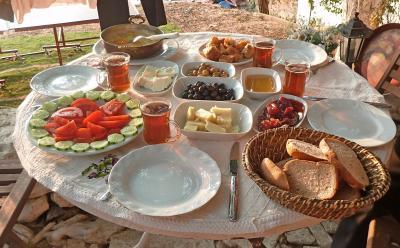 2013.8トルコの友人の実家を訪ねて5-レストランLa Kavala,Istanbul Pension,エフェス遺跡へ