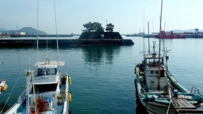 第3部五島列島(長崎)の小さく質素だが美しい教会群巡礼05海に浮かぶ常灯鼻と日本で最後に建造された石田城