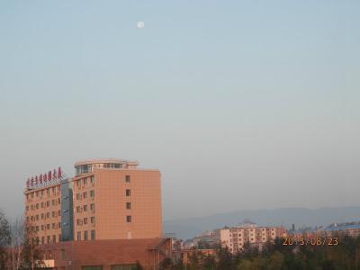 23金曜3日目2あさ北京図門長春 ホテル裏は地元民のウォーキングコース