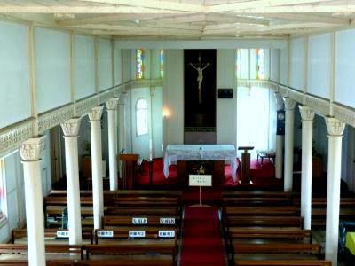 第3部五島列島(長崎)の小さく質素だが美しい教会群巡礼09ステンドグラスが美しい貝津教会