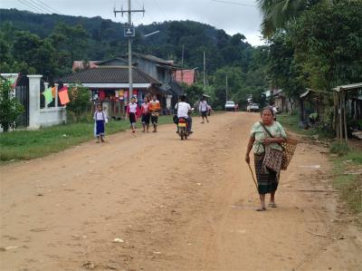 東南アジア・オフロード5 ラオス 町の名はムーン
