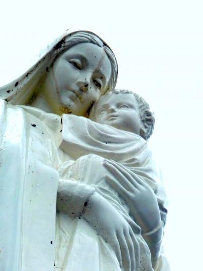 キリストの神を覗く旅路第3部五島列島の小さく質素だが美しい教会群巡礼17遠洋巻き網の船団の拠点浜串の岬に立つ希望の聖母