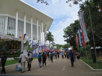 Colombo International Book Fair 2013 ( コロンボ国際書籍市2013 ) で大量に本を購入