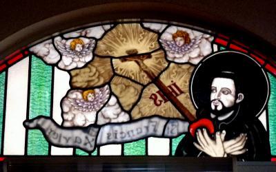 キリストの神を覗く旅路第3部五島列島の小さく質素だが美しい教会群巡礼18福見教会のフランシスコ・ザビエル像のステンドグラス