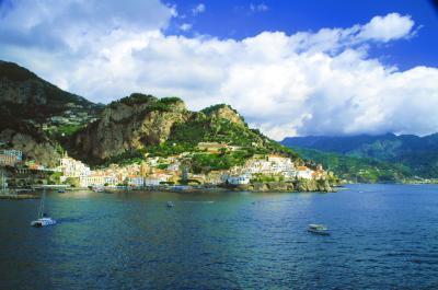 明るい太陽と青い海の南イタリアクルーズ紀行!!コルシカ島、サルデーニャ島、アマルフィ海岸などに寄港