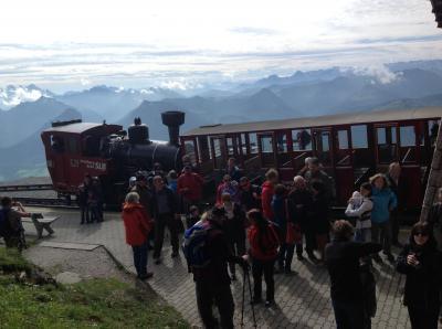 ザンクト・ギルゲン湖畔とシャーフベルク登山鉄道