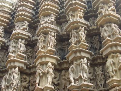 インドを好きになるための旅。 ~7日目 カジュラホでオカマと遺跡巡り~