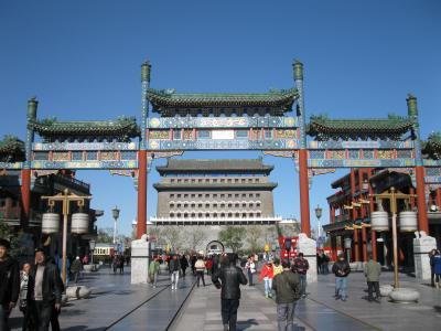 前門大街 と 北京香江戴斯酒店 =中国杯世界花祥滑氷観戦記・蒼穹ではなかった北京2010秋
