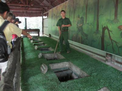 オジサン四人でベトナムへ行く! (その3:戦争証跡博物館とクチの地下トンネル)
