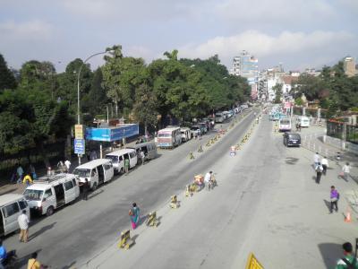 ネパール7: カトマンズ さ迷いながら 「ローカルバス」 チェック