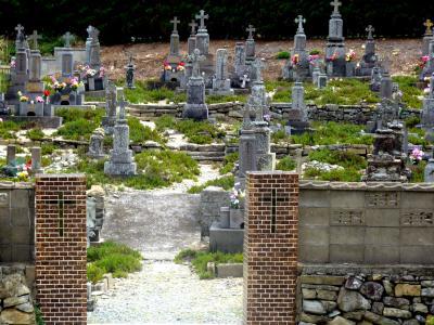 キリストの神を覗く旅路第3部五島列島の小さく質素だが美しい教会群巡礼29静かに海を見つめるキリシタン墓地