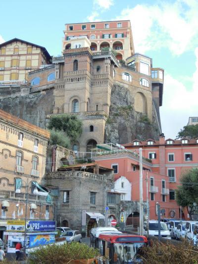 南イタリアの旅 6 絶景岸壁の街ソレント