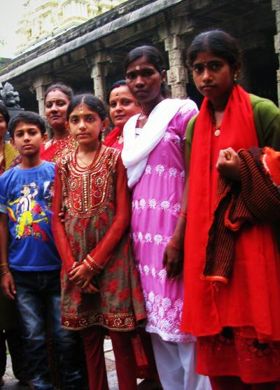 南インド・タミル紀行(1) 石造りのヒンドゥー建築と原色の巡礼者たち~ヒンドゥーの聖地カーンチプラム