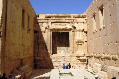 2011冬、シリア等・中東旅行記(15)パルミラ、パルミラ遺跡、ベル神殿、砂漠のカフェー